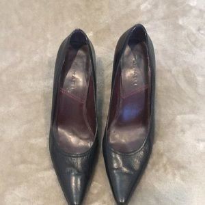 Classic Tahari leather heels.